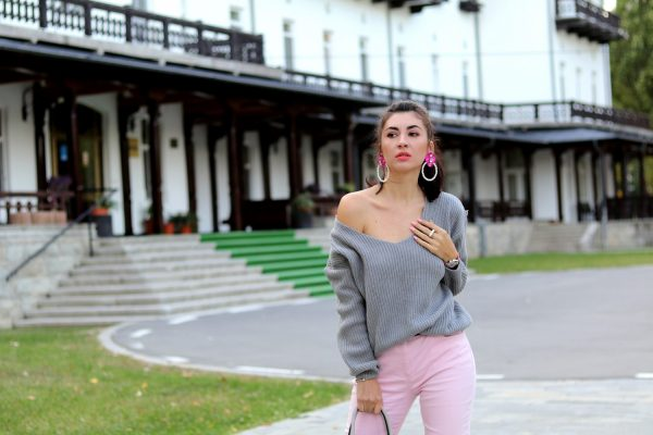 How to wear pink and grey?